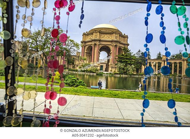 Palace of Fine Arts theatre. 1970 Wolkswagen Busses. Hippie Bus. San Francisco Sightseeing Love Tour . San Francisco. California, USA