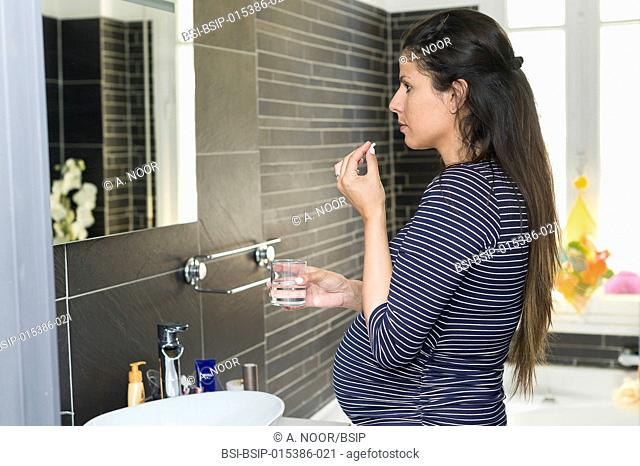 Reportage on Maureen during her second pregnancy. 7th month of pregnancy. Maureen suffers from acid reflux and regularly takes Omeprazole