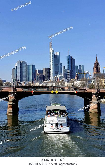 Germany, Hesse, Frankfurt am Main, View over river Main with Ignatz Bubis Bridge to skyline