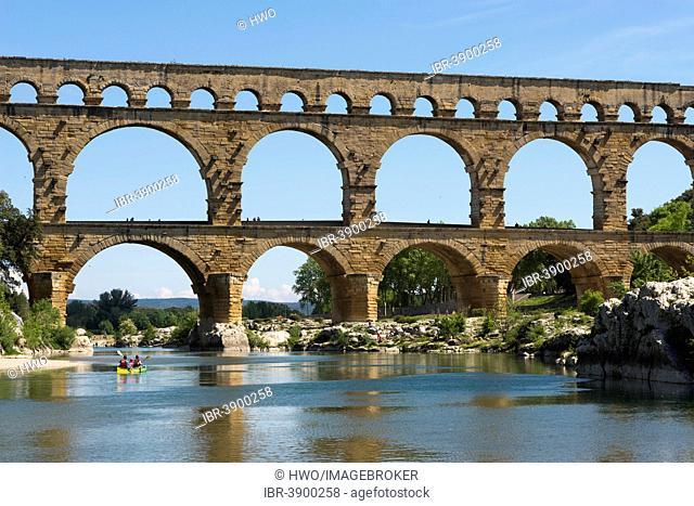 Pont du Gard, Roman aqueduct, UNESCO World Heritage Site, over the Gardon River, Vers-Pont-du-Gard, Département Gard, Languedoc-Roussillon, France