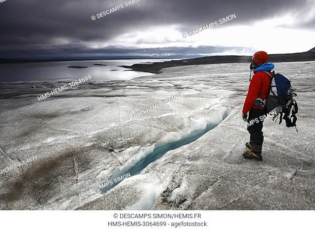 Norway, Svalbard, Spitzberg island, Ymer bay (Ymerbukta), Female hiker walking on Esmark glacier
