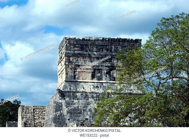 Chichen-Itza pyramid detail