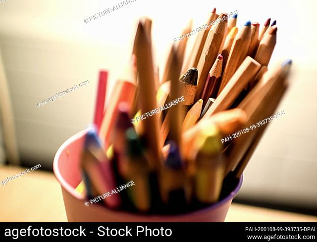 08 January 2020, Berlin: Coloured pencils in a cup are placed on a table in the School Psychological and Inclusion Education Counselling and Support Centre...