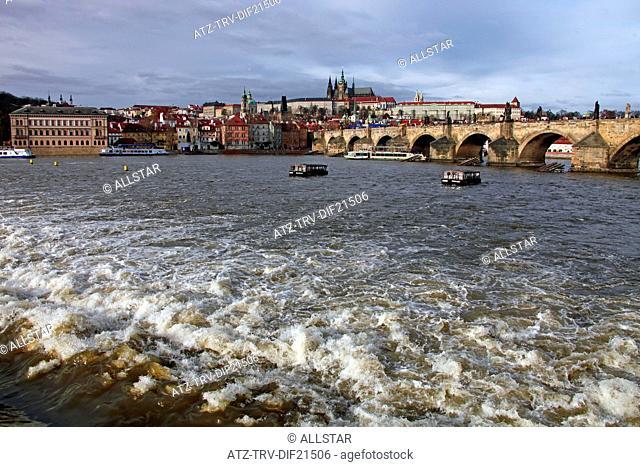 VLTAVA RIVER, CHARLES BRIDGE ST. VITUS CATHEDRAL & CASTLE; PRAGUE & CZECH REPUBLIC; 31/12/2012