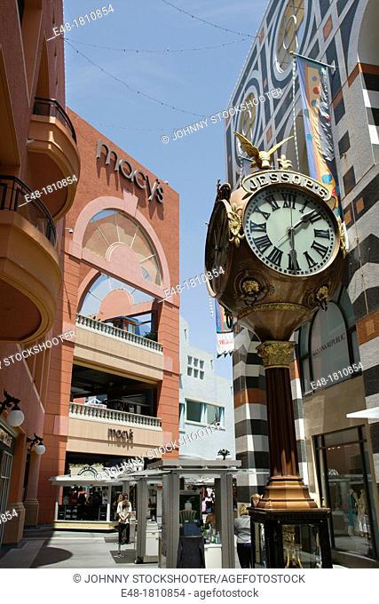 PUBLIC CLOCK HORTON PLAZA SHOPPING MALL DOWNTOWN SAN DIEGO CALIFORNIA USA