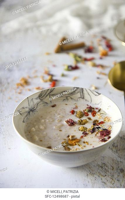 Rice pudding with edible flowers
