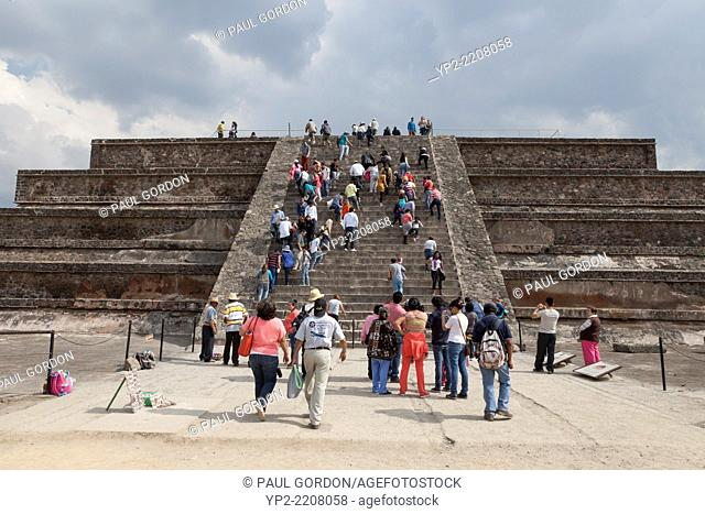 Visitors climbing the Adosada Platform to view the Temple of the Feathered Serpent in Teotihuacan - San Juan Teotihuacán, State of Mexico, Mexico