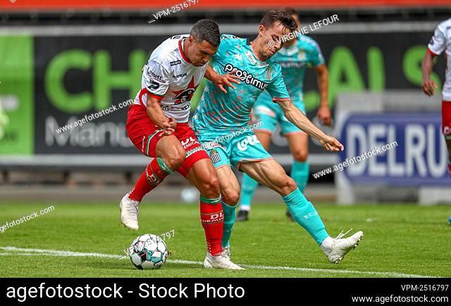 Essevee's Gianni Bruno and Charleroi's Gaetan Hendrickx fight for the ball during a friendly game between SV Zulte-Waregem and Sporting Charleroi