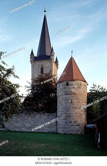 Heßdorf, Hannberg. Kirchenburg Geburt Mariens. Wehrkirchenanlage Ende 15. Jh. Nordansicht der Kirchenbefestigung