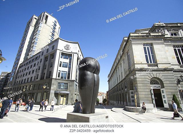 "Oviedo Asturias Spain on September 7, 2019: Campoamor theatre and. """"Culis monumentalibus"""" statue by Eduardo Urculo"