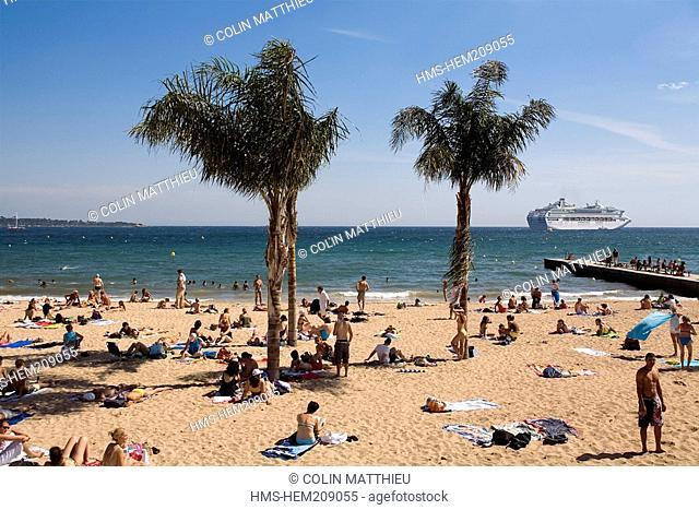 France, Alpes Maritimes, Cannes, beach and palm trees on La Croisette beside Palais des Festivals