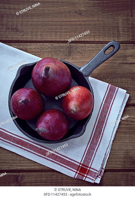 Pears in a cast-iron saucepan