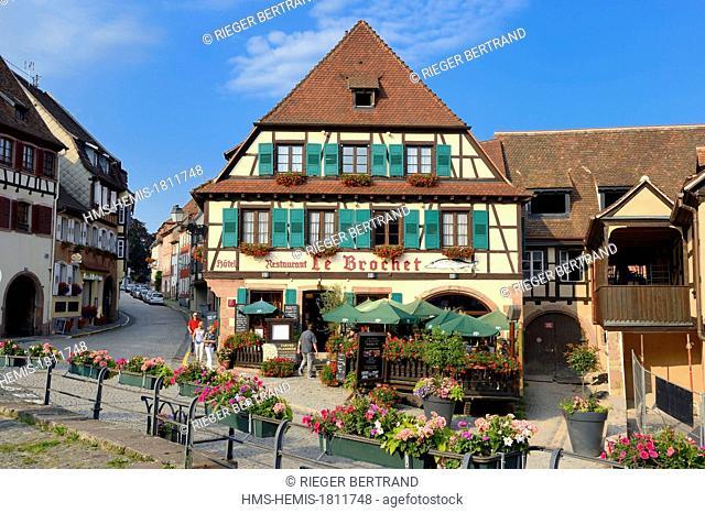 France, Bas Rhin, Barr, Place de l'Hotel de ville, Le Brochet restaurant