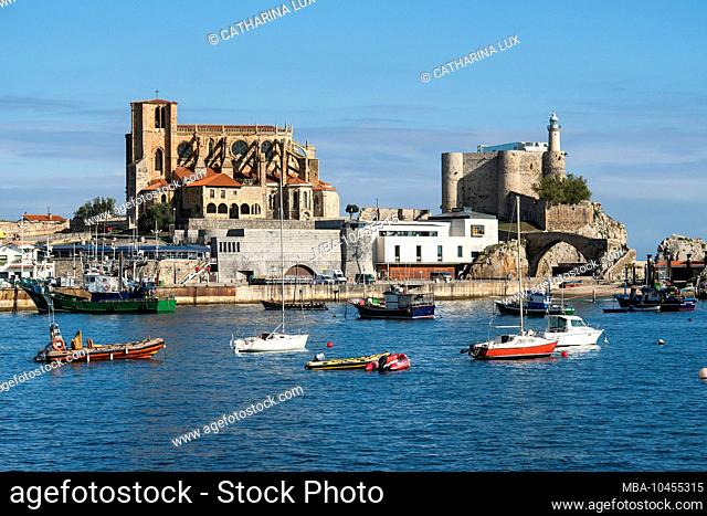 Spain, Cantabria, Castro-Urdiales, medieval port city, cathedral and Templar castle