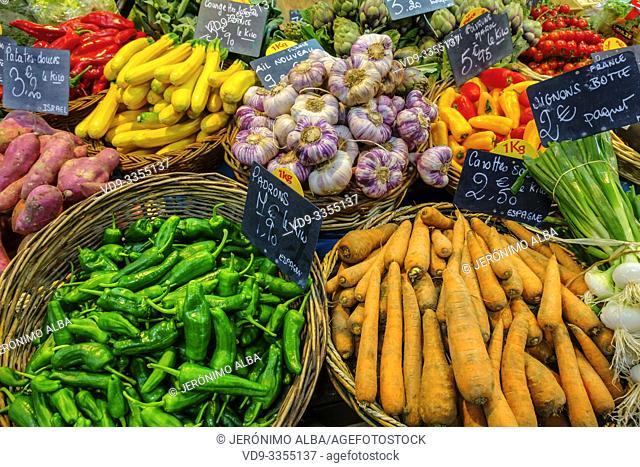Various vegetables, carrots, green peppers, potatoes, zucchini, garlic, spring onions. Marché des Capucins market. Bordeaux, Gironde. Aquitaine region