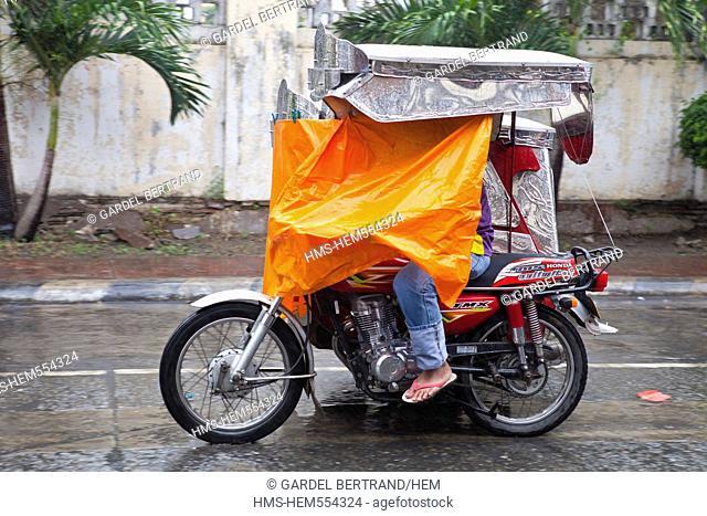 Philippines, Luzon island, Ilocos Sur, Vigan, listed as World Heritage by UNESCO, Mestizo historic district, rainy day
