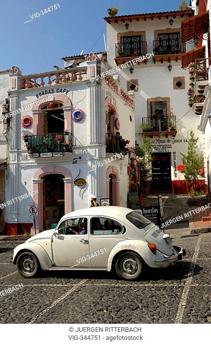 Mexico, America, Latin America, silver-city Taxco, Plaza Borda, zocalo, VW-Beetle - TAXCO, MEXICO, 01/10/2006