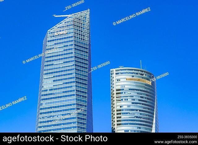 The Torre Espacio - Space Tower (R) and the Torre de Cristal - Glass Tower (L). Cuatro Torres Business Area complex. Paseo de la Castellana, Madrid