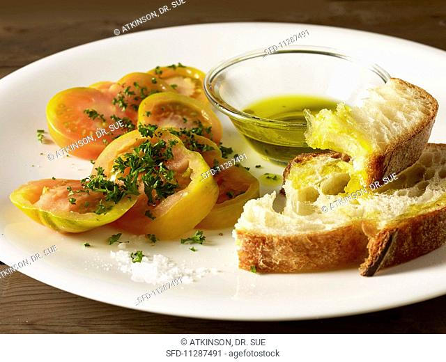 Pane con olio, sale e pomodoro (bread with oil and tomatoes, Italy)