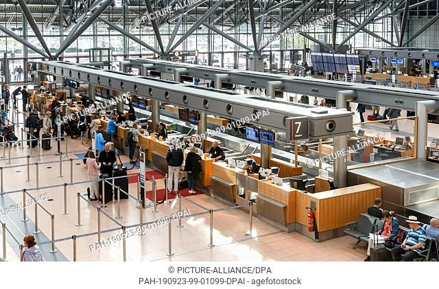 19 September 2019, Hamburg: View of the check-in counters in Terminal One of Hamburg Helmut Schmidt Airport. Photo: Markus Scholz/dpa