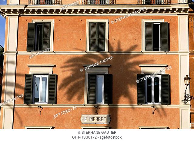 FACADE OF A HOUSE ON THE PIAZZA DI SPAGNA, ROME