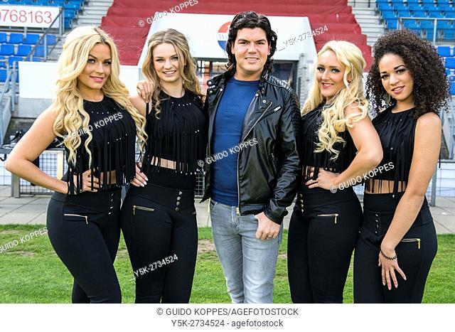 Tilburg, Netherlands. Folk celebrity, singer and stylist Roy Donders with his female dancers, just before a vocal performance