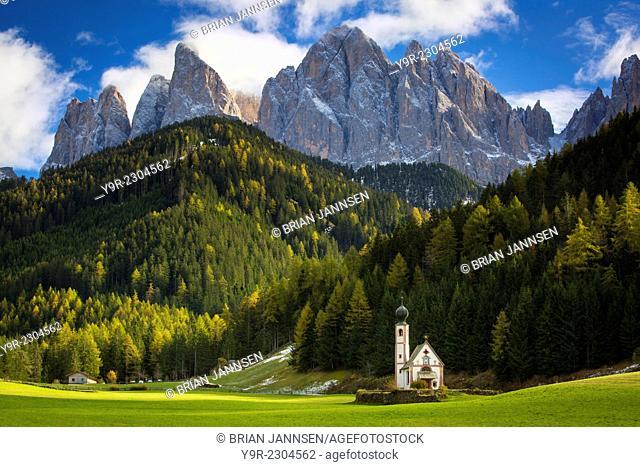 Saint Johann Church below the Geisler Spitzen, Dolomites, Val di Funes, Trentino-Alto-Adige, Italy