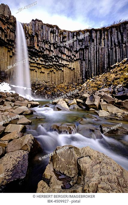 Svartifoss Waterfall, Black Falls, River Stórilækur, basalt pillars, Skaftafell National Park, Suðurland, Southern Region, Iceland