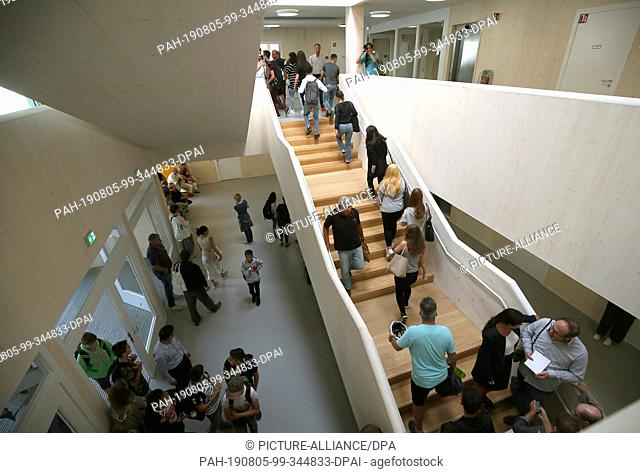05 August 2019, Berlin: Pupils walk through the staircase during the opening of the integrated secondary school in Mahlsdorf