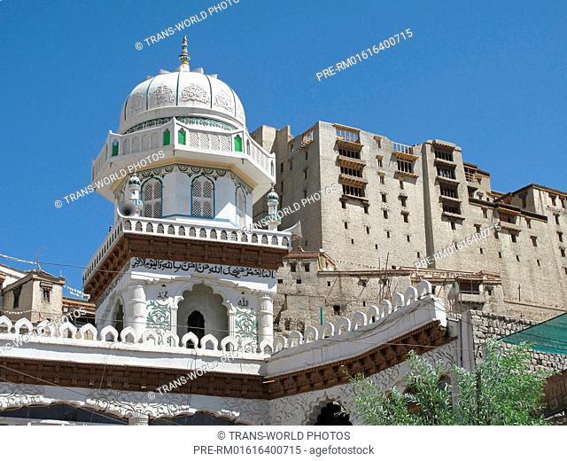 Leh, New Mosque and Royal Palace, Jammu and Kashmir, India / Leh, Neue Moschee und Königspalast, Jammu und Kashmir, Indien