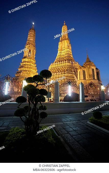Wat Arun at dusk, Temple of Dawn, Bangkok, Thailand, Asia