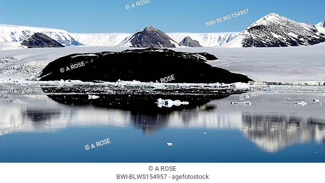 mountain range in the antarctic reflecting on the water surface, Antarctica, Suedpolarmeer