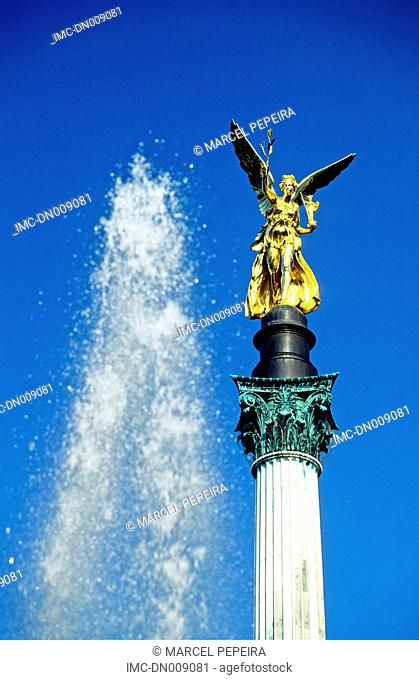 Germany, Bavaria, Munich, fountain and peace angel