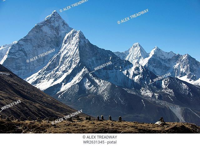 Ama Dablam, 6812m, in the Khumbu (Everest) Region, Nepal, Himalayas, Asia
