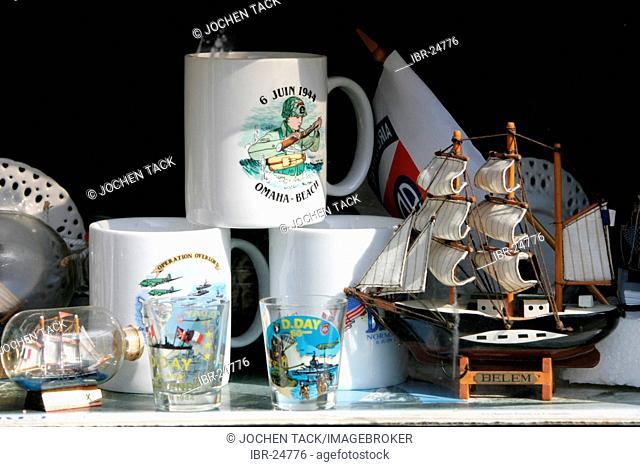 FRA, France, Normandy: Shopping street Rue Saint Martin. Souveniers, D-Day- coffee mugs