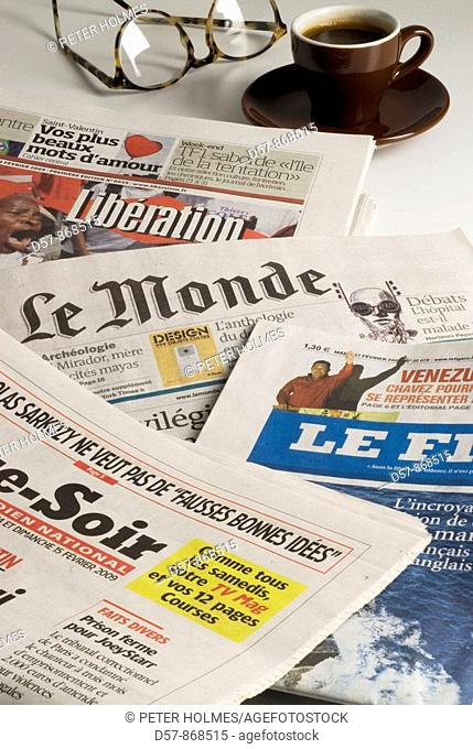 Newspapers. Journaux