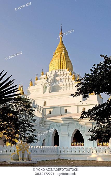 Myanmar, Amarapura, local pagoda