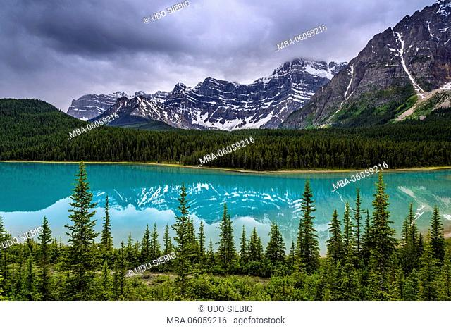 Canada, Alberta, Banff National Park, Lake Louise, Icefields Parkway, Waterfowl Lakes