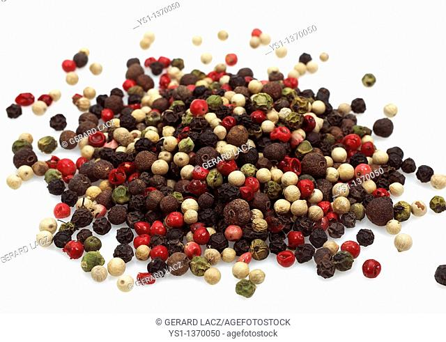 FIVE PEPPERCORNS AGAINST WHITE BACKGROUND