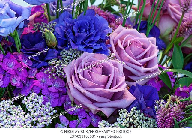 Bouquet with a lisianthus flowers (Eustoma russelianum) in the center