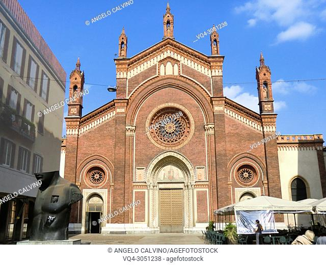 Place Del Carmine, Church Santa Maria del Carmine and Igor Mitoraj's sculpture, Milano, Milan, Lombardy, Italy, Europe