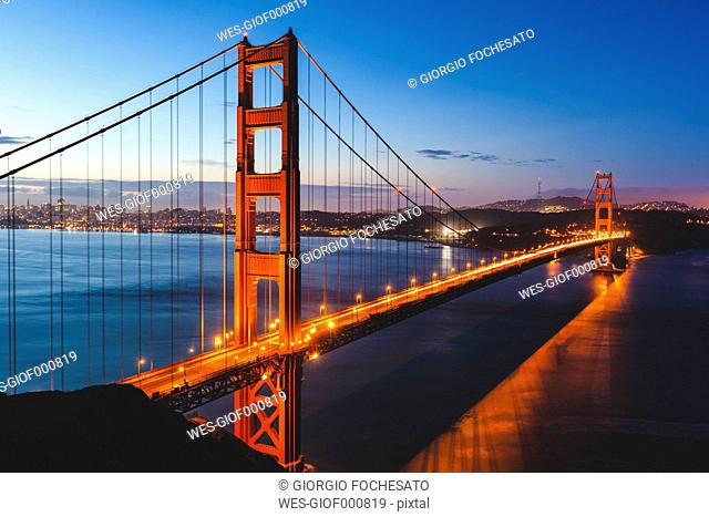 USA, California, San Francisco, Golden Gate Bridge in the evening