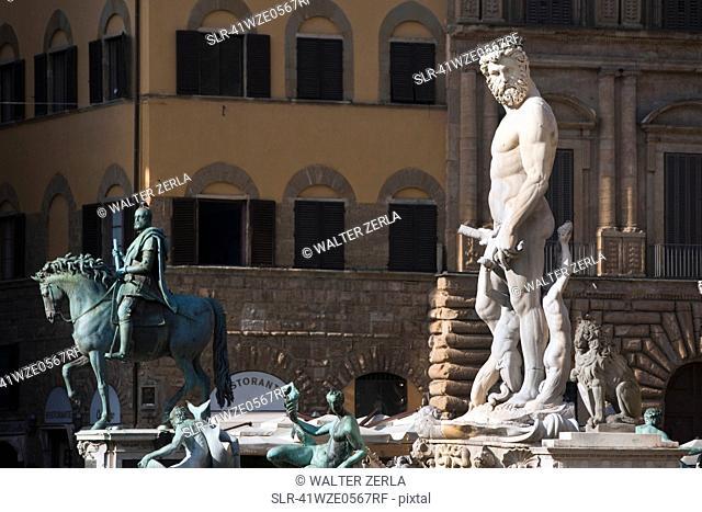 Fontana di Nettuno in town square