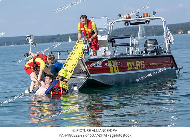 """21 August 2018, Germany, Possenhofen: DLRG members take part in an exercise on Lake Starnberg with a boat, during which a """"""""drowning man"""""""" is to be rescued from..."""