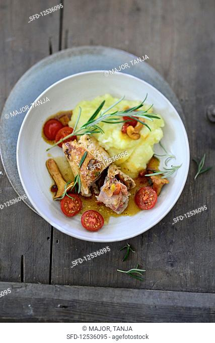 Chanterelle mushroom roulade with mashed celery and potatoes (seen from above)