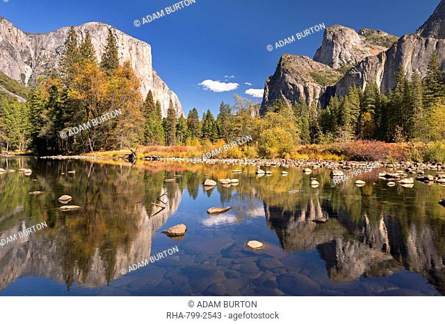Valley View of El Capitan from the Merced River, Yosemite National Park, UNESCO World Heritage Site, California, United States of America, North America