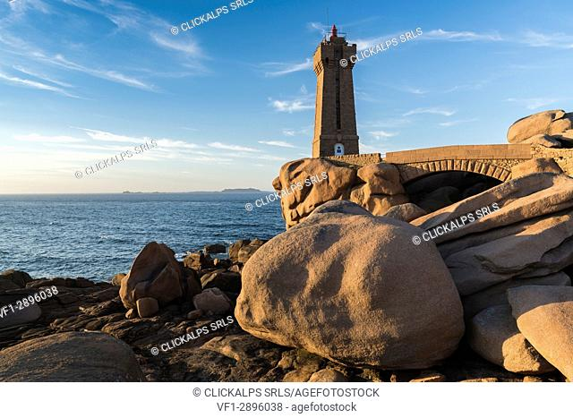 Ploumanach lighthouse. Perros-Guirec, Côtes-d'Armor, Brittany, France