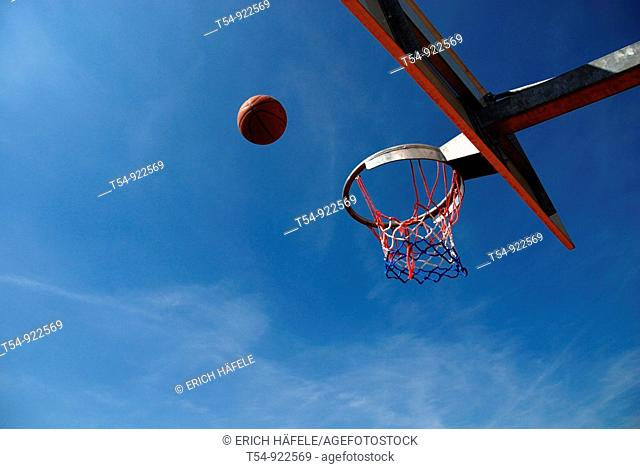 Basketball fly to the Basket