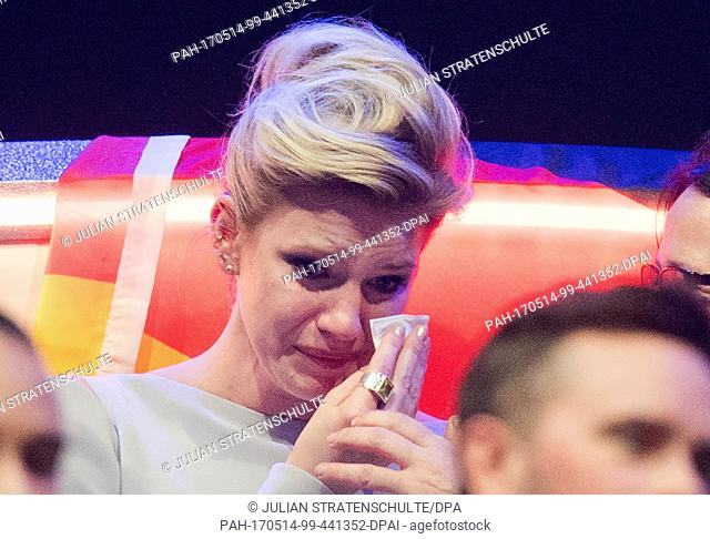 dpatop - Levina from Germany cries in desperation over her lack of success at the finale of the 62nd Eurovision Song Contest (ESC) in Kiev, Ukraine, 13 May 2017