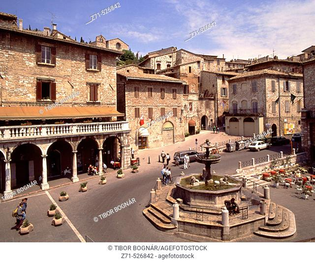 Italy, Umbria, Assisi, Piazza del Comune